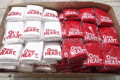 Souvenir Handuk One Heart - Honda