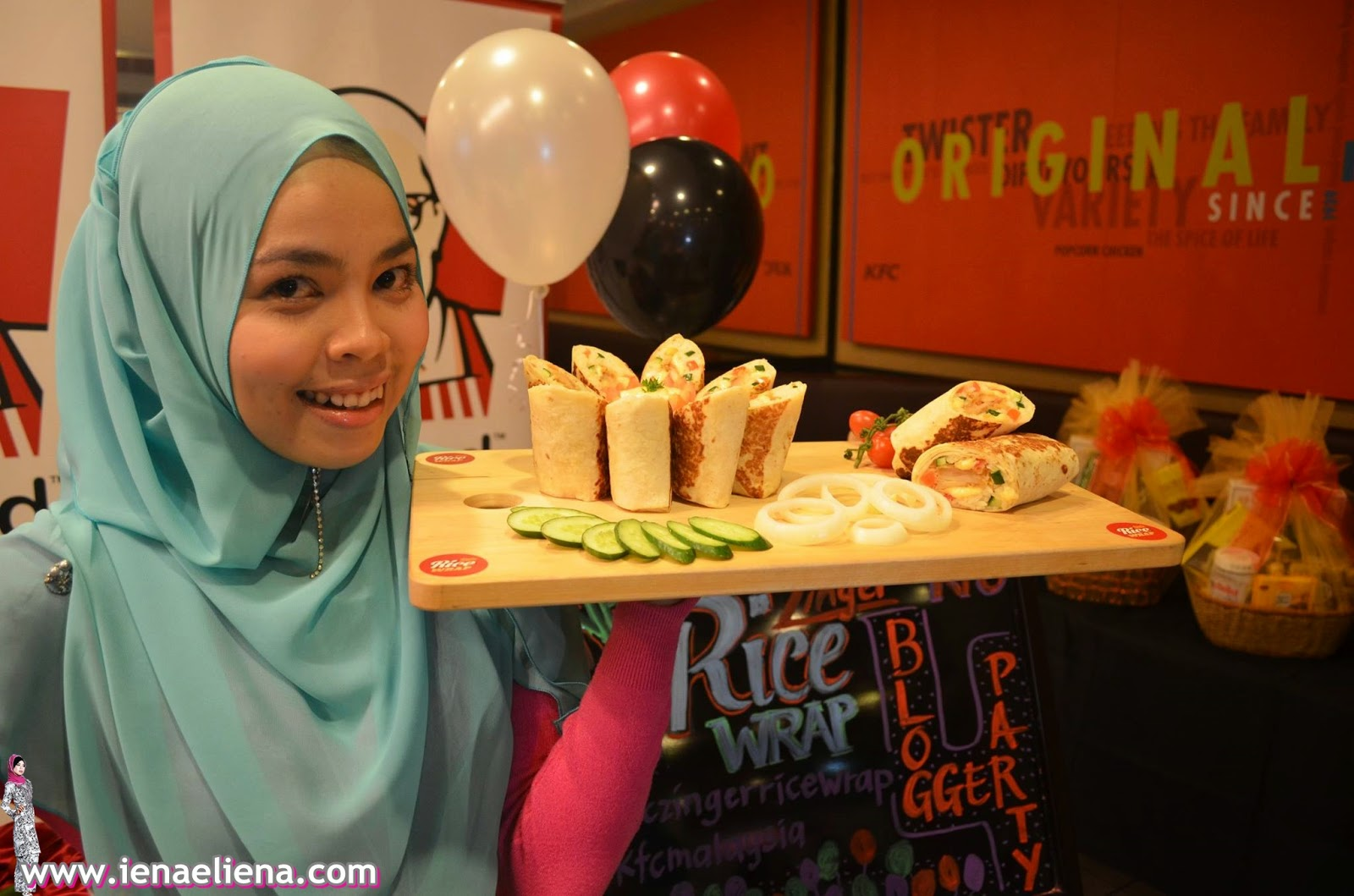 Model Muslimah KFC Zinger Rice Wrap