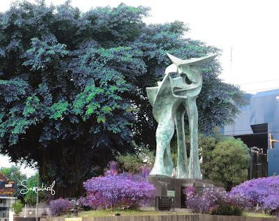 Patung Pertigaan Pentol Kudus