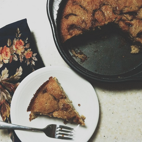 the life of a wife: Cinnamon-Sugar Apple Skillet Cake
