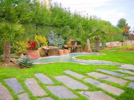 Papa pizzas caseras fotos de jardines fotos de plantas for Camino de piedra en el jardin
