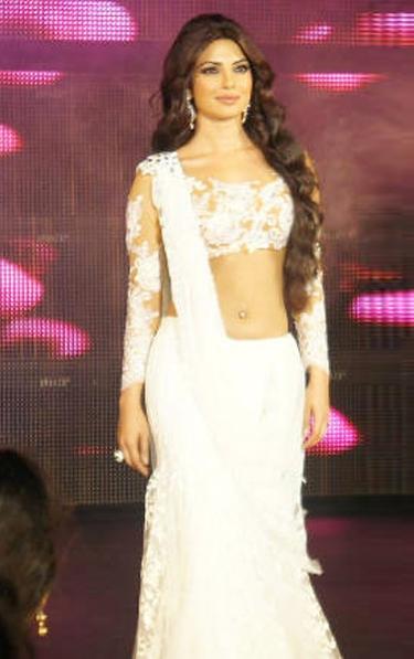 priyanka chopra dazzles at the blenders pride fashion tour actress pics
