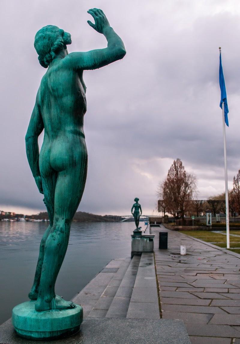 couple statue stockholm city hall