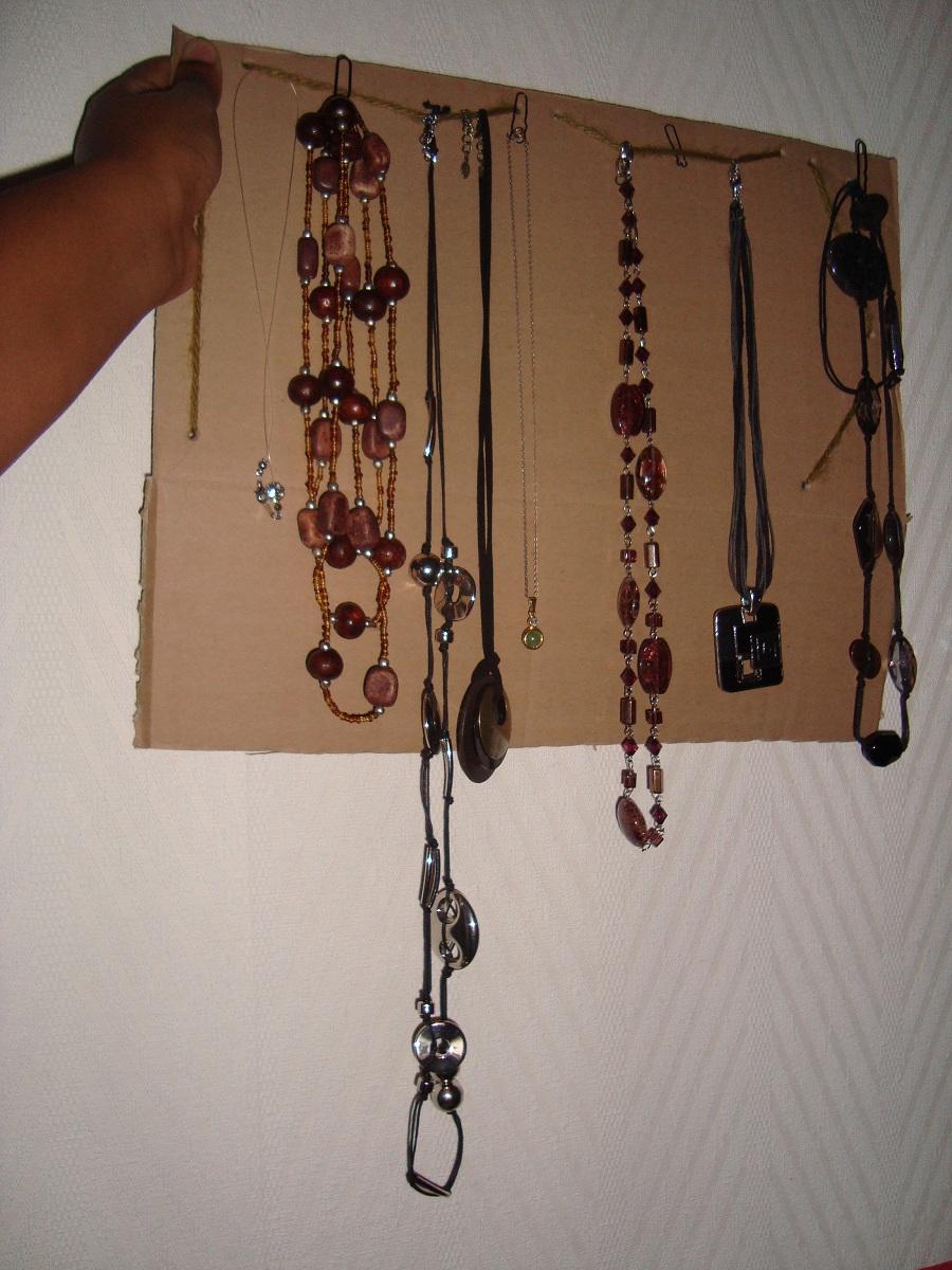mon porte collier home made poids plume noire. Black Bedroom Furniture Sets. Home Design Ideas