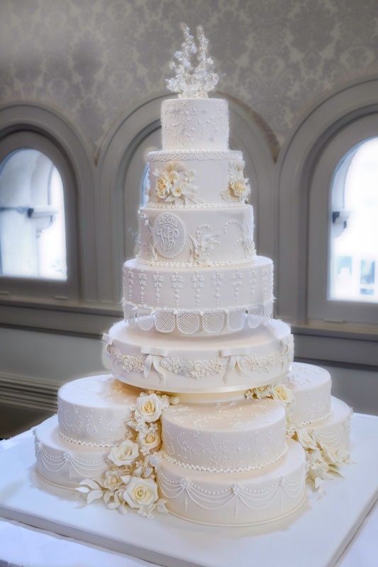 The Brides Diary Sydney Royal Wedding Cake Replicated In 48 Hours