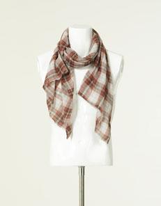 La sciarpa è in questi ultimi anni uno degli accessori più amato dagli  uomini 78a96a7b797c