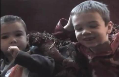 youtube搞笑 父母假裝吃光子女的萬聖節糖果