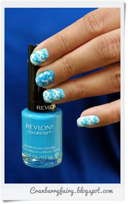 niebieski lakier Revlon