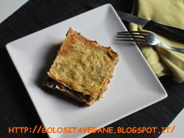 besciamella, farina di mais, forno, lasagne, latte vegetale, lievito alimentare in scaglie, mare, pane azzimo, pasta al forno, Primi, ragù, ragù bianco, ricette vegan,