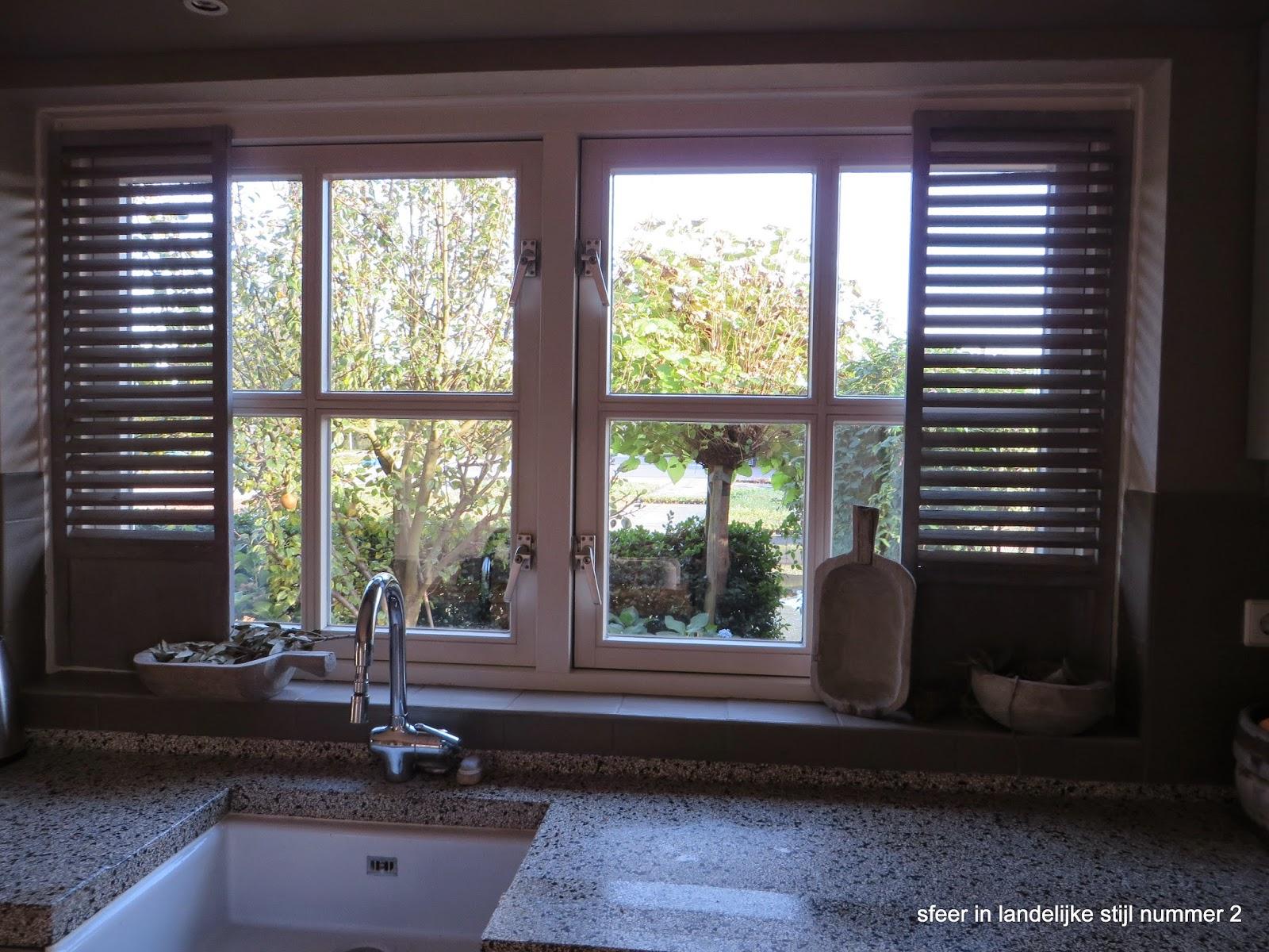 Keukenraam decoratie raamfolie hollandse huisjes motief plakenco raamfolie aanbrengen - Meubels keukenraam ...