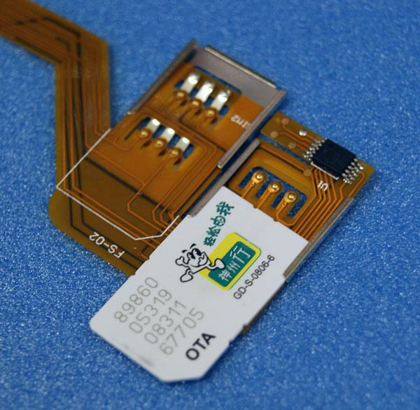 SIMカードをこのように挿入します iPhone4に複数のSIMカードを同時装着!