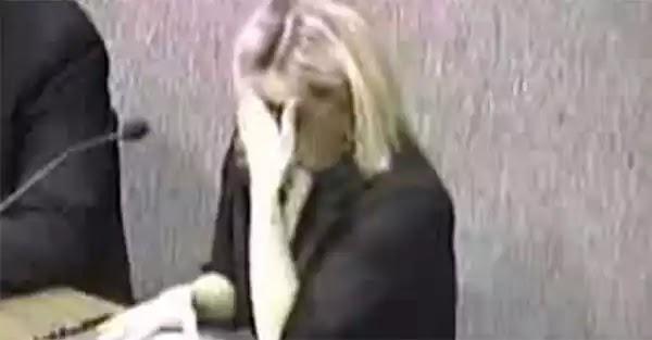 Της «έφυγε» καταλάθος μια κλ@νι@ και διέκοψε την συνεδρία στο δημαρχείο.