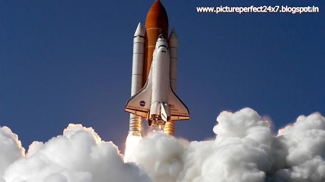Space Shuttle in flight - HD