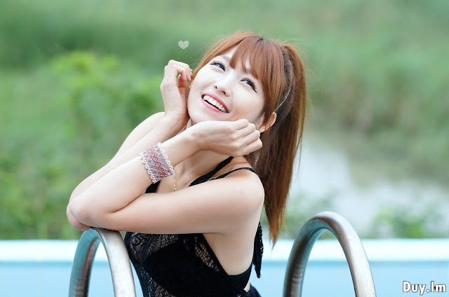 At-the-Pool-With-Lee-Eun-Hye-18