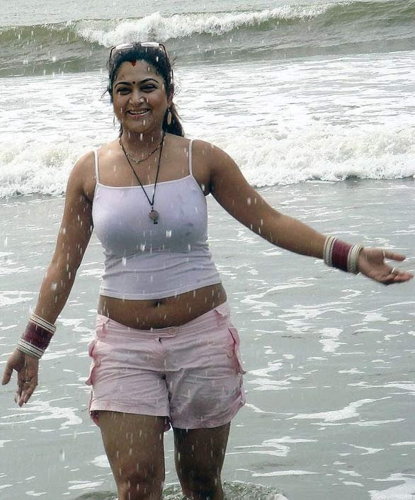 HOT ACTRESS KUSHBOO PICTURES