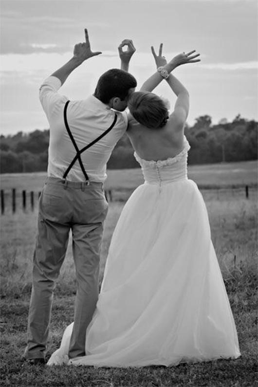 Adorable Classical Wedding Photo Poses Idea