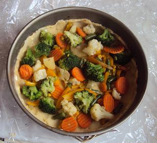 tarta z brokułami kalafiorem i marchewką