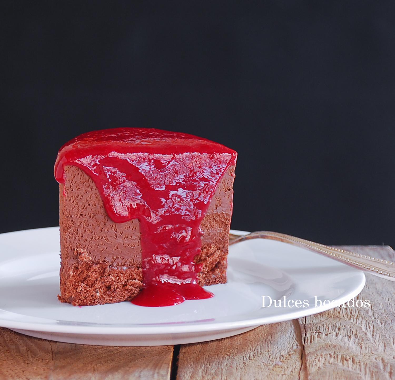 Tarta de chocolate con salsa de frambuesa - Dulces bocados