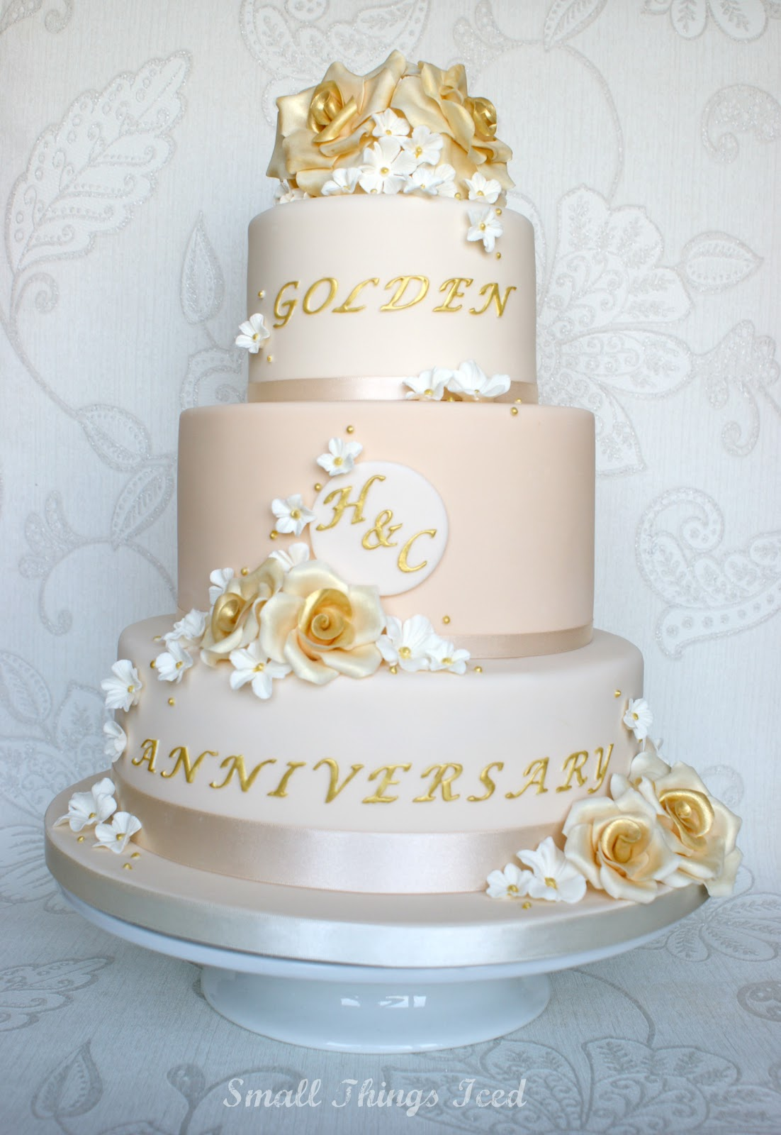 Cake Decorating For Golden Wedding Anniversary : Small Things Iced: Golden Wedding Anniversary Cake