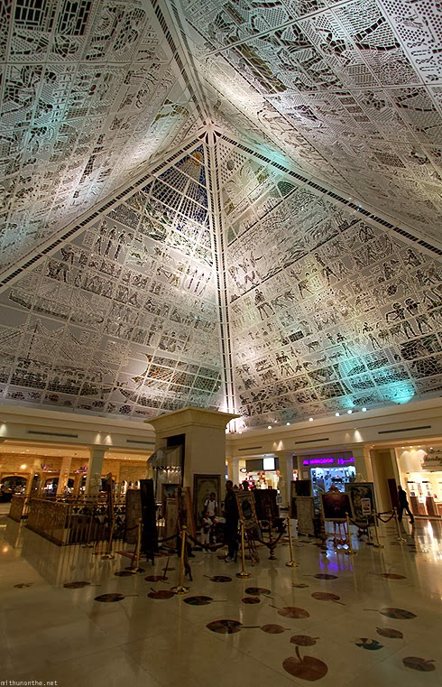 http://mithunonthe.net/wp-content/uploads/2010/06/wafi-mall-ceiling-egyptian-art.jpg