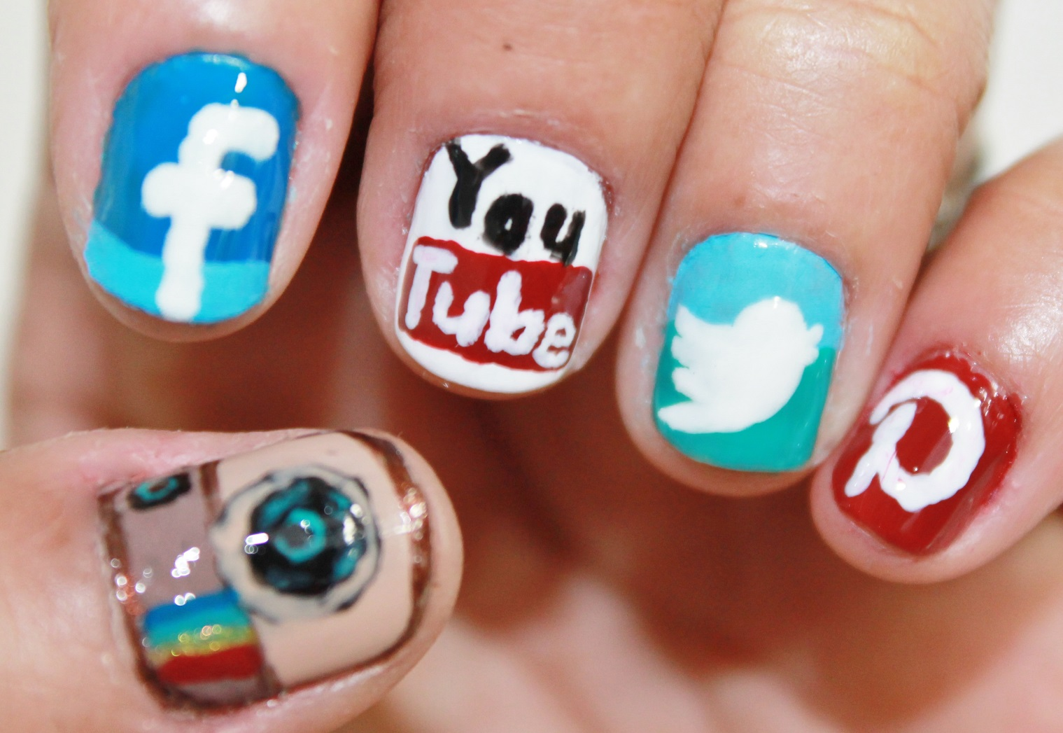 : Phone Apps Nail Art ( Instagram,Facebook,Twitter,Pinterest