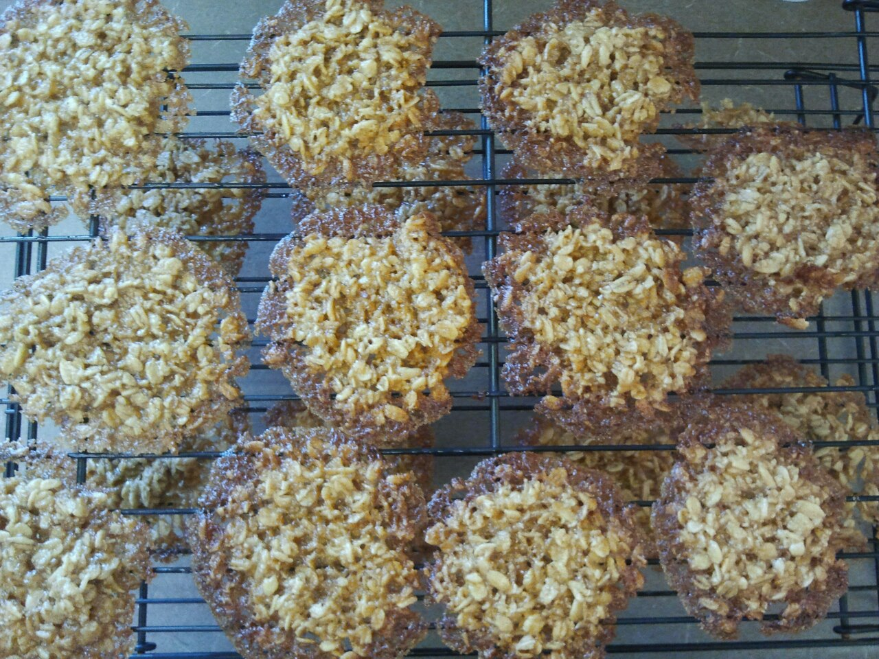 MOMentarily Distracted: Butterscotch Lace Cookies