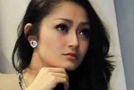 Foto bugil telanjang Siti Badriah Tanpa Sensor hot seksi payudara