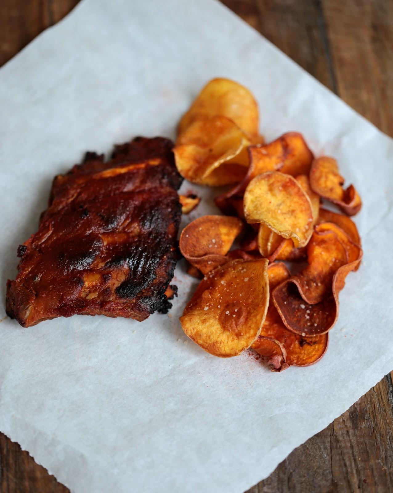 on dine chez nanou travers de porc bbq et chips de patates douces recette de donna hay. Black Bedroom Furniture Sets. Home Design Ideas
