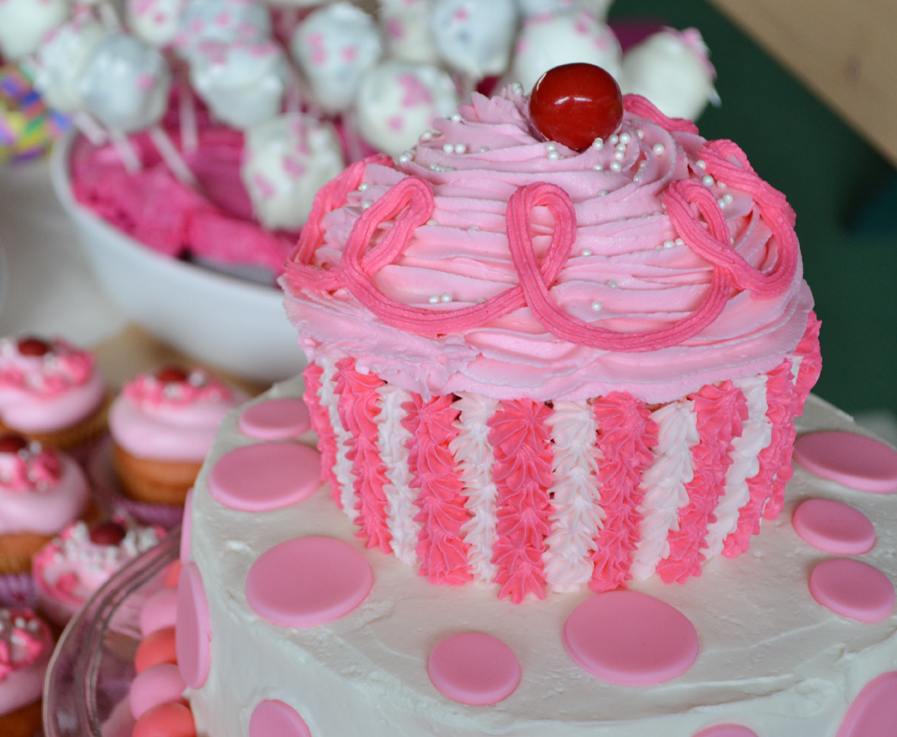 Pinkalicious Cake Images : Sunny by Design: Pinkalicious cake