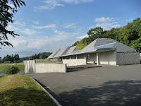 小高い丘の上に立つ野村胡堂・あらえびす記念館