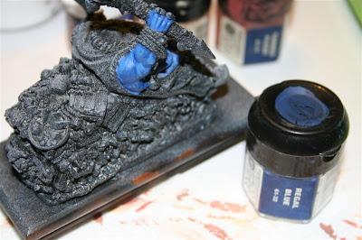Mitad derecha de Grasientus Dientetoro pintado con Regal Blue visto desde detrás