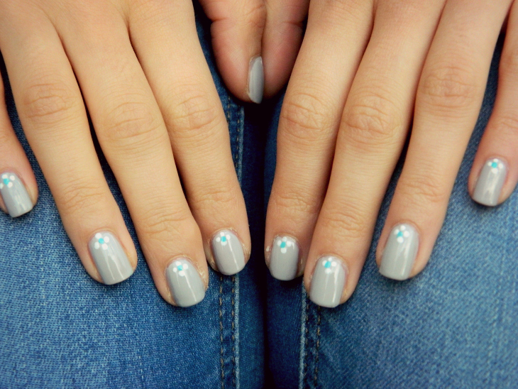 Love From Lisa Nails of the Week: Grey Daisies