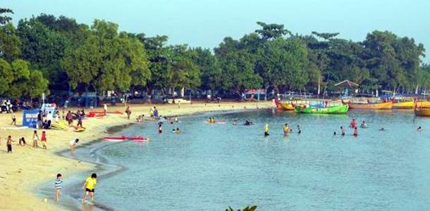Bandengan+Beach+-+pantai+bandengan.jpg
