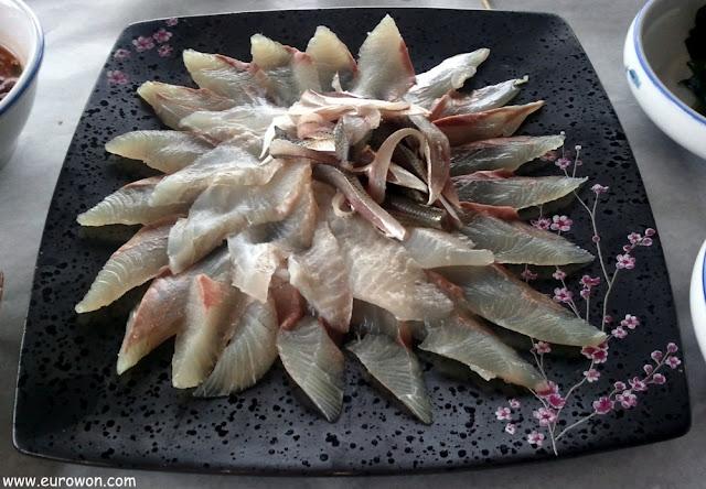 Plato de sashimi de varios pescados diferentes
