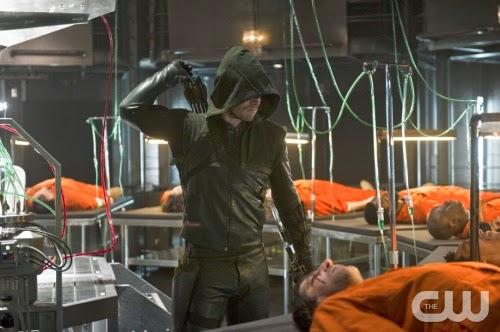 Arrow-S02E19-The-Man-Under-Hood-Crítica-Review