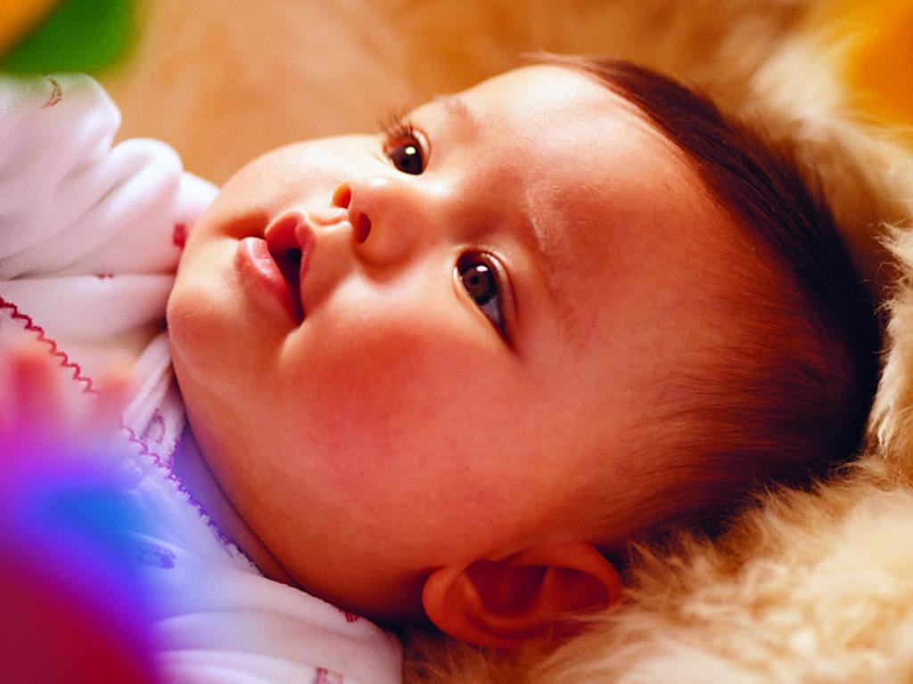 http://4.bp.blogspot.com/-l1SqzSWQlRc/TZmGO-oc2KI/AAAAAAAAAMw/CxQOYs7TRrk/s1600/cute-baby-wallpaper-1024x768-0912045.jpg