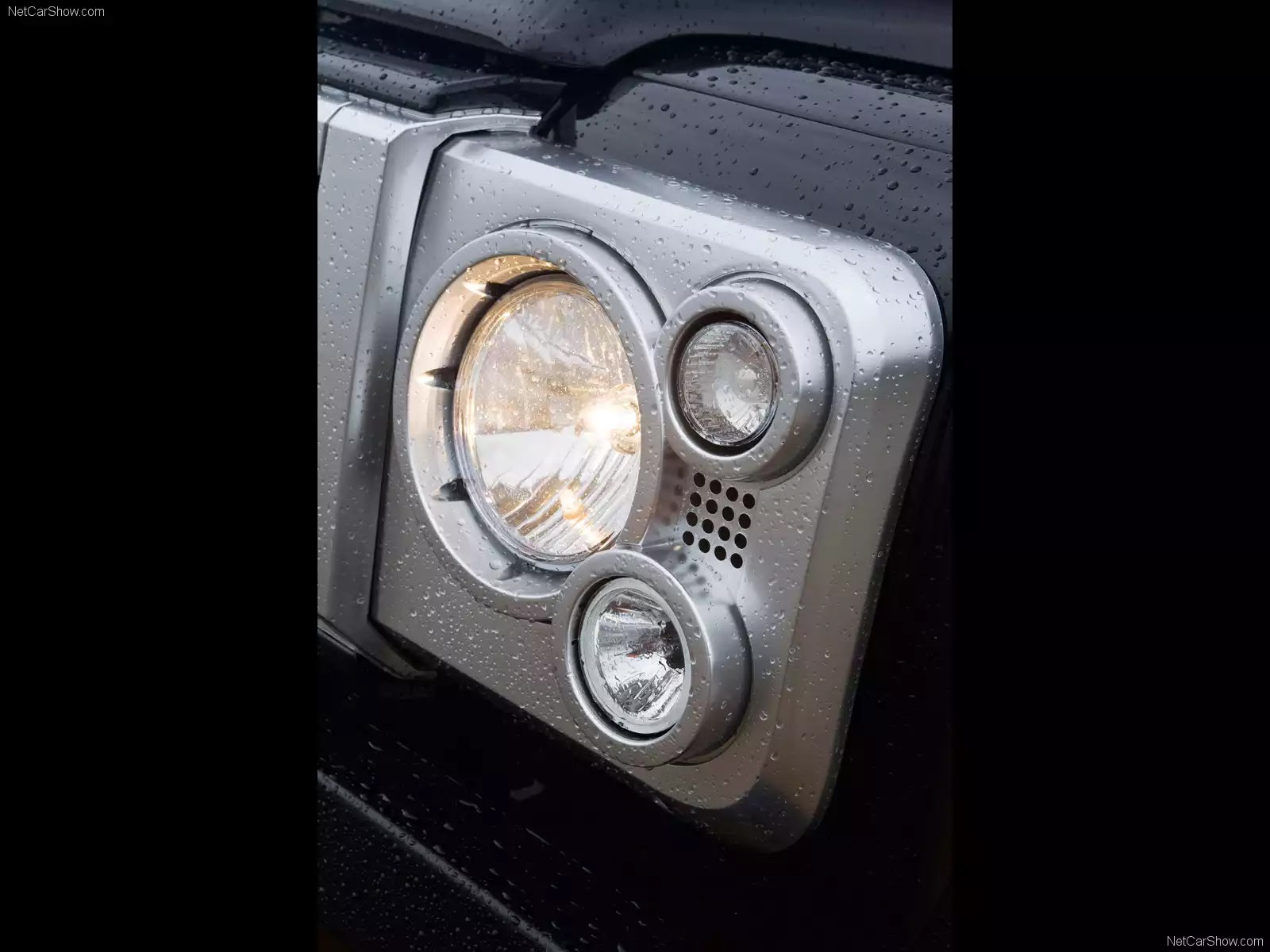 Hình ảnh xe ô tô Land Rover Defender SVX 2008 & nội ngoại thất