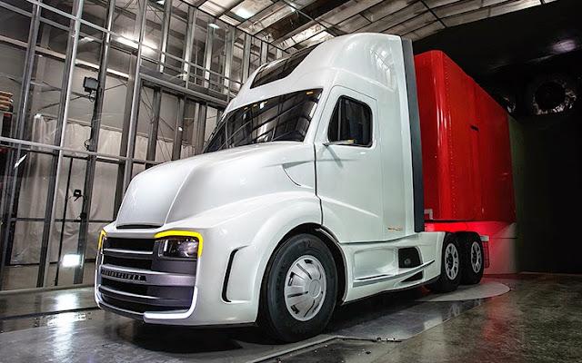 Freightliner Revolution Innovation Truck