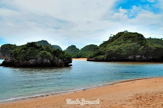 Foto Pemandangan Pantai Gatra