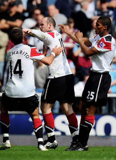 Javier Chicharito-Wayne Rooney-Antonion Valencia west ham v Man Utd