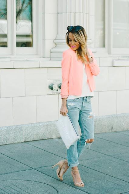 Look tons pastel tendencia primavera verão 2015 calças e t-shirt branca  calças de ganga blazer rosa