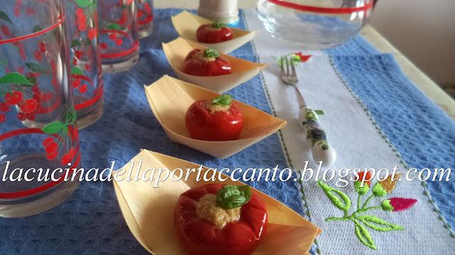 peperoncini rossi tondi piccanti farciti con tonno
