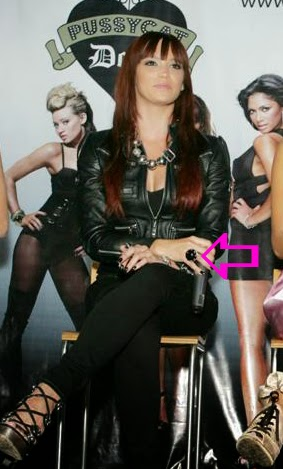 Jessica Sutta wearing a Jenny Dayco ring