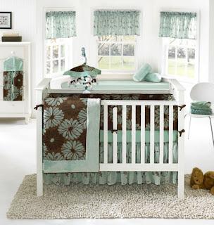 Cuarto bebé marrón verde