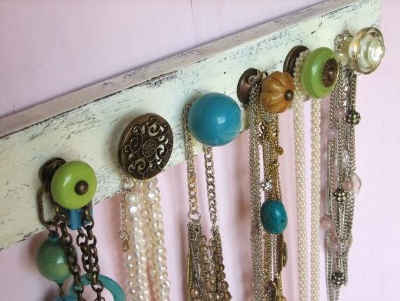 Vintage Show Off Creative Jewelry Displays