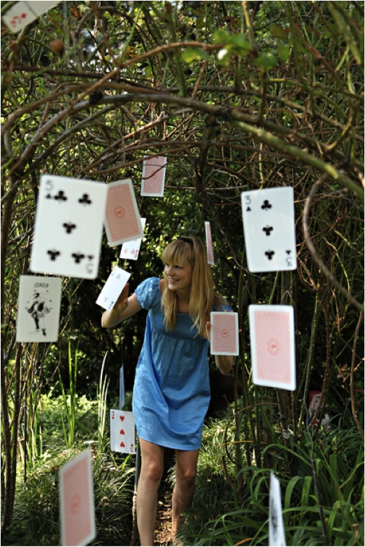 Wonderland parties hanging cards alice in wonderland tea parties wonderland party parties - Decoration alice aux pays des merveilles ...