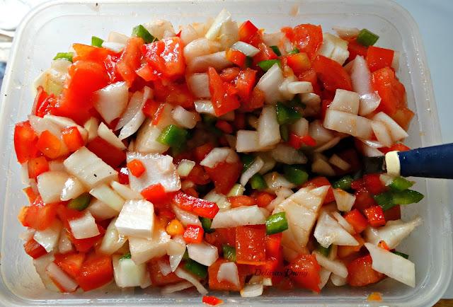 Salsa criolla, tomate, morrón y cebolla en cubos