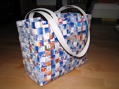 weaving bag from milk carton