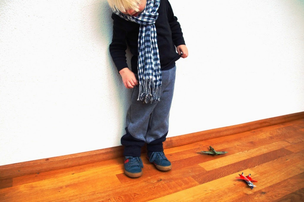huisje boompje boefjes- aviator pants (pattern winter wear designs)