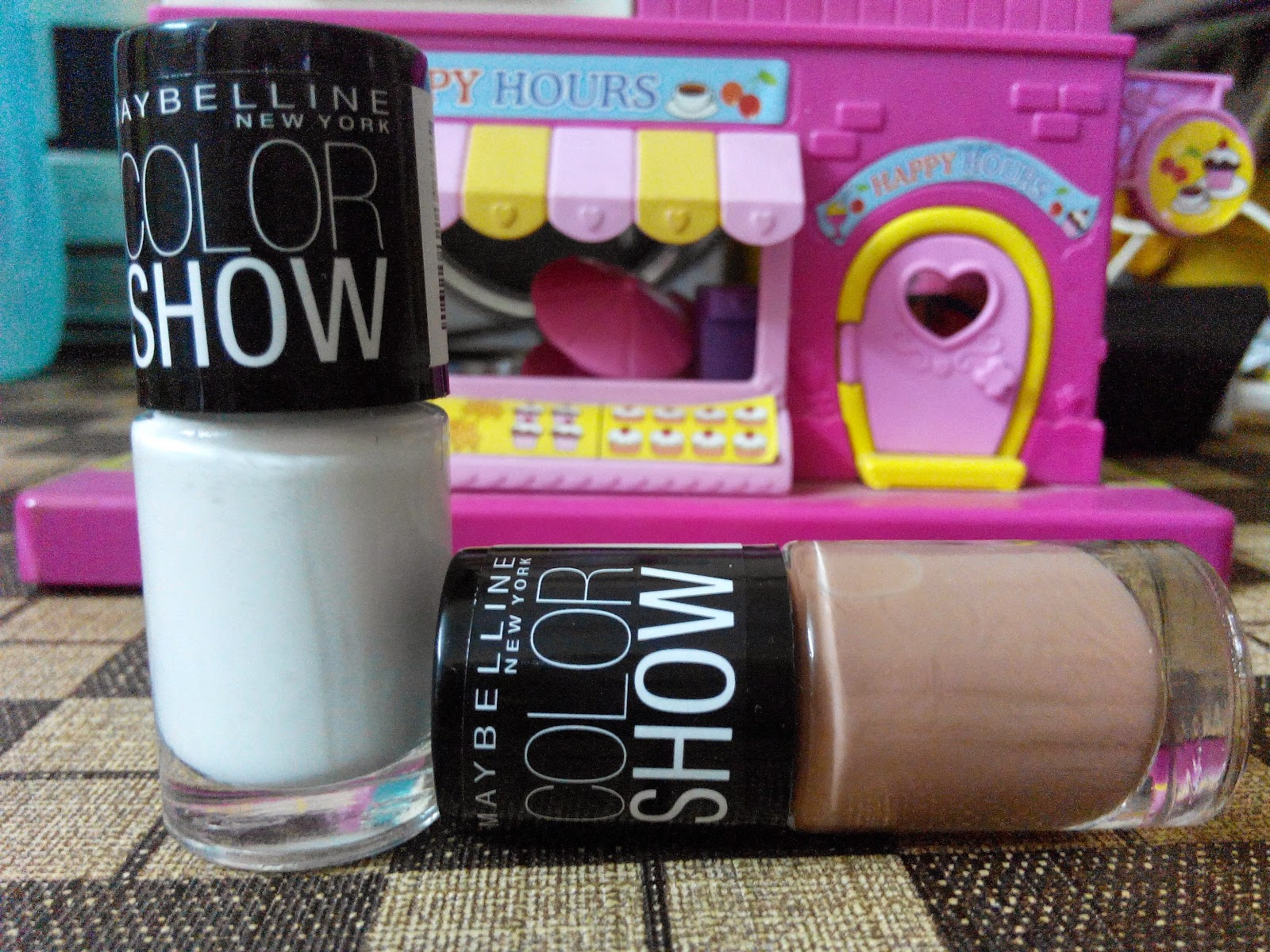 MissBoPeep: Review Maybelline Color Show Nail Colors-Nude